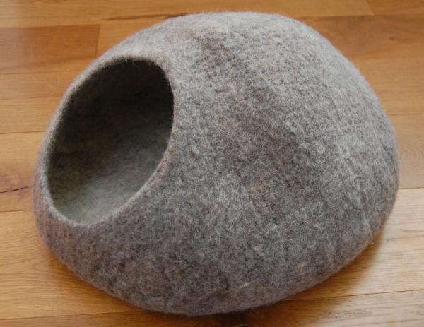 Felted wool cat cave cocoon Himalaya - Speckled Brown - hand made in Nepal